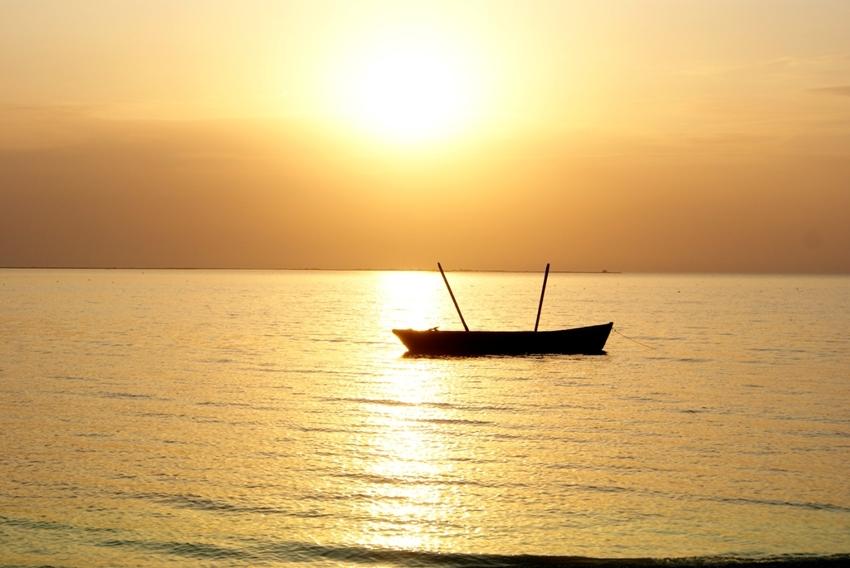 лодка качалась на волнах
